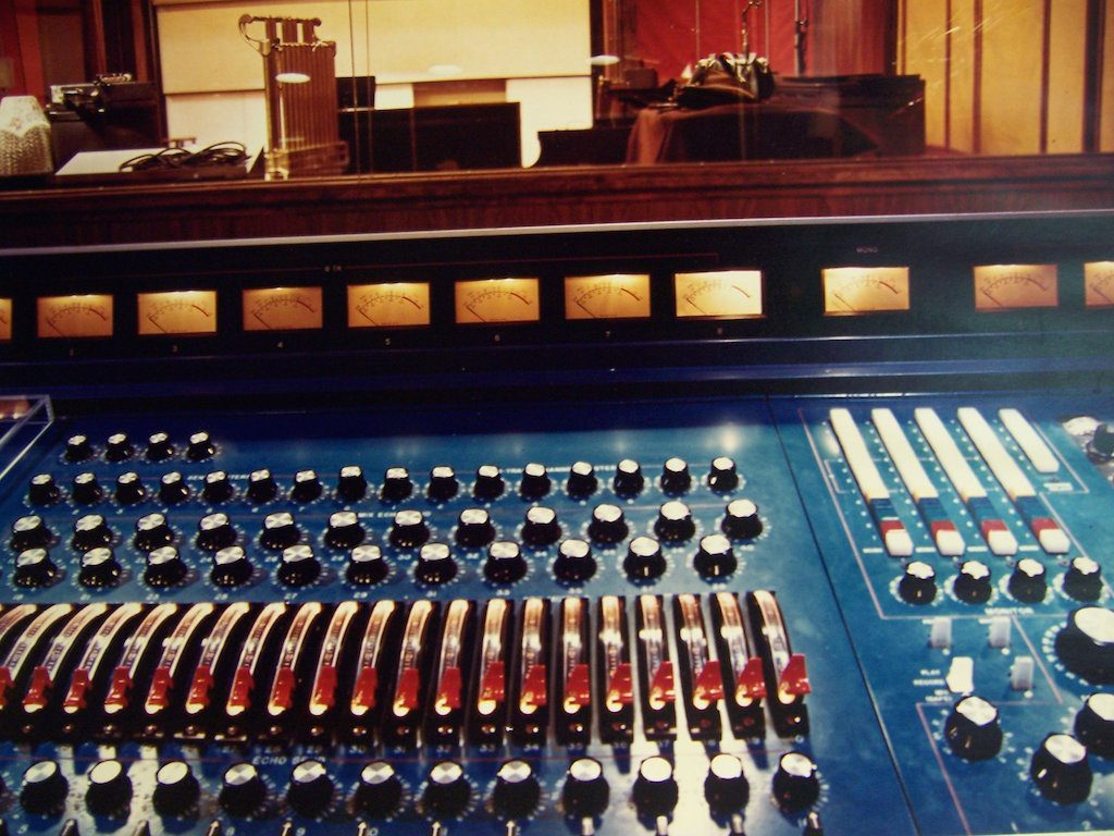 r2 console with studio